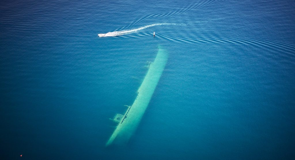 Se sjunkna skepp under båtturen!