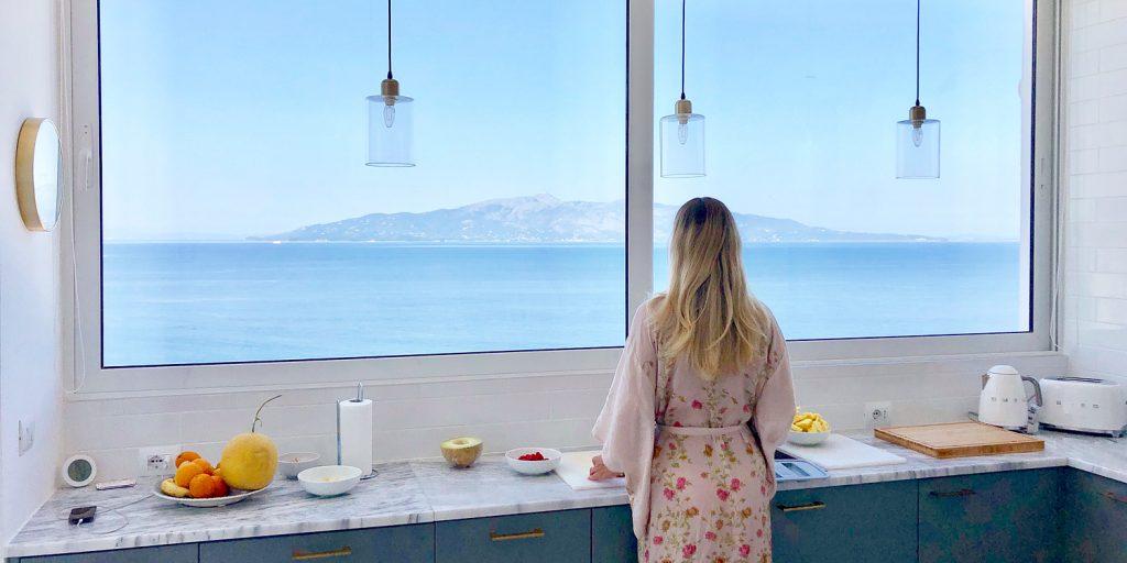 Utsikten mot Korfu i vår lägenhet i Saranda